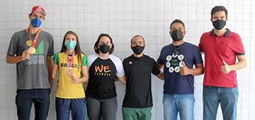 Atletas apoiados pelo UNIESP André Stein (Vôlei de Praia) e Silvana Fernandes (parataekwondo) fazem visita