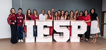 Funcionários do IESP comemoram conceito máximo do Mec em evento